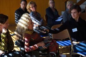 Foto von Gerda König (DIN A13 tanzcompany Köln) während der Diskussion.