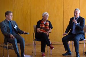Gemeinsame Diskussion: Links sitzt André Necke, in der Mitte Prof. Dr. Irmgard Merkt und rechts davon Norbert Killewald