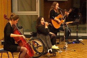 Ein Bild der vier Musiker der Gruppe NIA extended version, während ihres Konzerts.