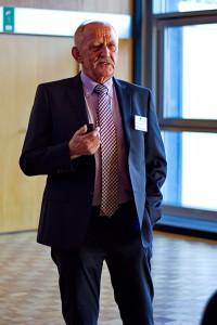 Das Bild zeigt Prof. Dr. Josef Rützel während seines Vortrags.