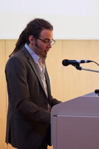 Dr. Frederik Poppe am Rednerpult.